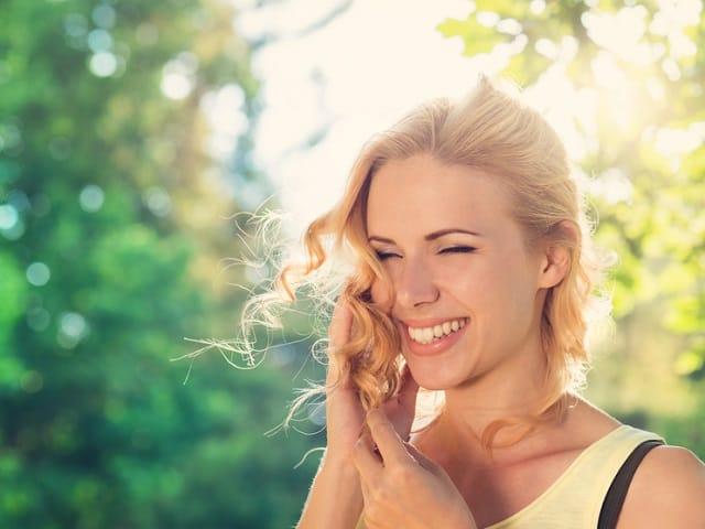 すてきな笑顔の女性