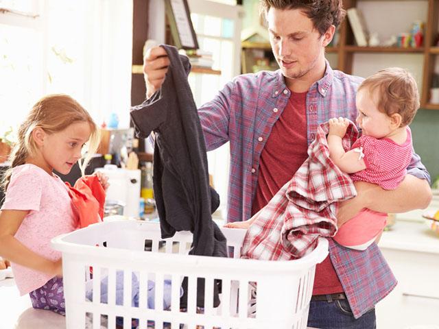 家事育児を手伝う男性