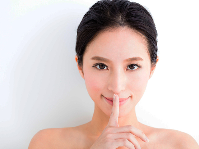 closeup  young   woman  face with quiet gesture